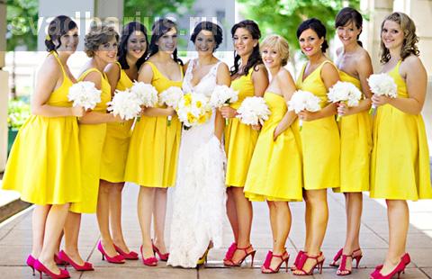 Подружки невесты в одинаковых платьях - стильно или скучно